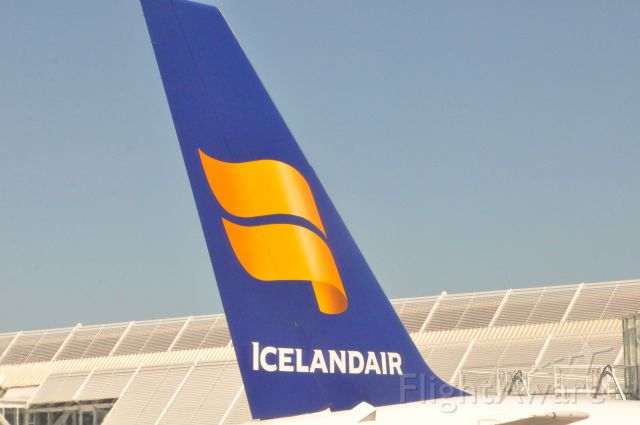 — — - Icelandair in Munich, 1 August 2013