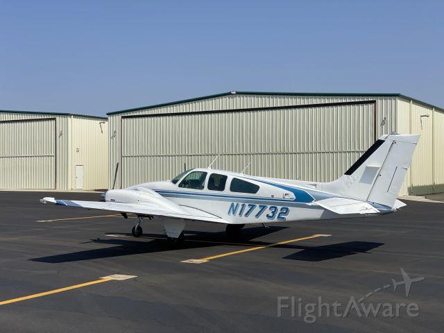 Beechcraft 55 Baron (N17732)