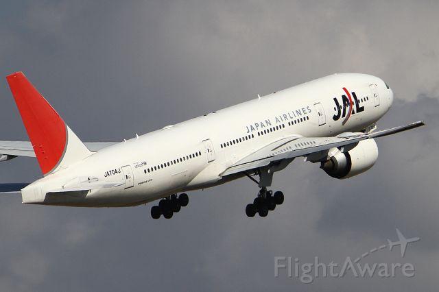 Boeing 777-200 (JA704J) - 24 NOV 2012
