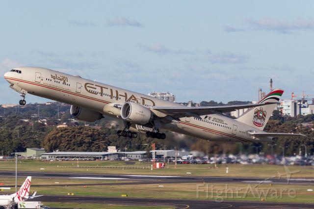 BOEING 777-300ER (A6-ETN)