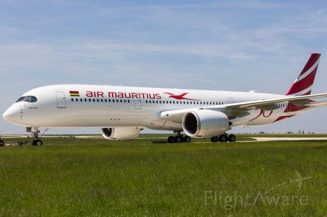 Airbus A350-900 (3B-NBQ)