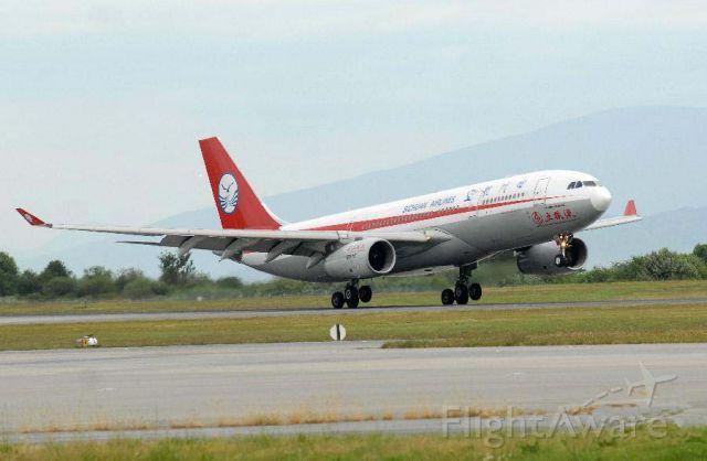 Airbus A330-200 (CSC8579) - 6月22日,四川航空公司3U8579航班抵达加拿大温哥华国际机场。由四川航空公司运营的沈阳温哥华直航航线6月22日首航成功,东北地区从此告别了没有直飞北美航线的历史。