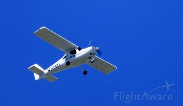 Cessna Skycatcher (N30321) - Shown here is a Cessna Skycatcher on this VFR day in the Spring of 2016.