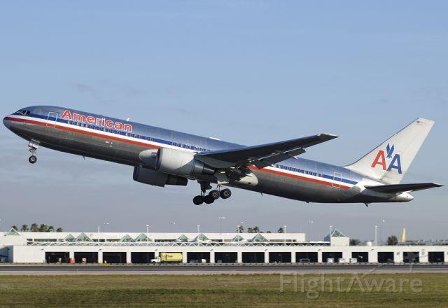 BOEING 767-300 (N373AA) - American Airlines 767-323