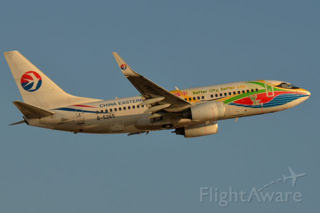 Boeing 737-700 (B-5265)