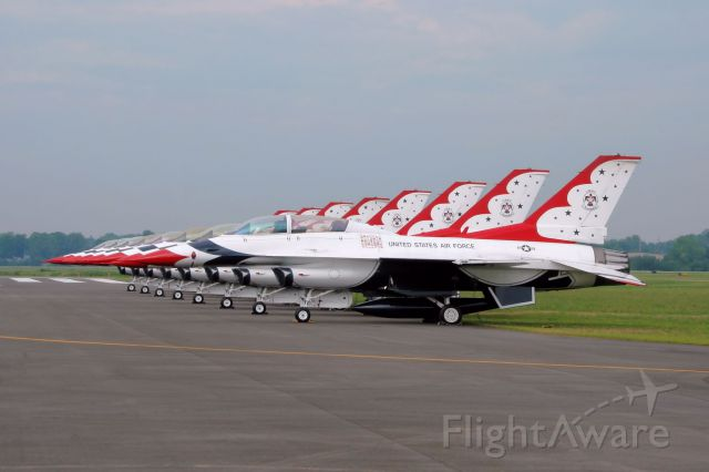 Lockheed F-16 Fighting Falcon — - The Thunderbirds at the 2008 Rochester Airshow.