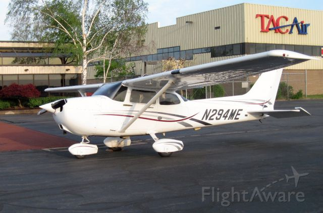 Cessna Skyhawk (N294ME) - Reviewing weather at TACAir before climbing back into 294ME for the return flight to Republic, FRG.