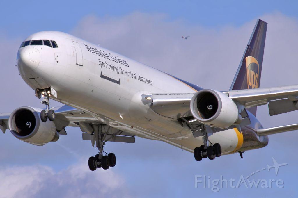 BOEING 767-300 (N311UP)