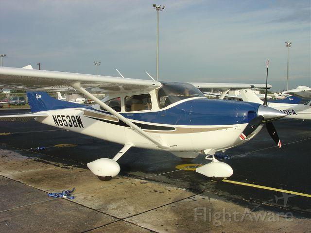 Cessna Skylane (N6538W) - On the ramp at KORL (2004).