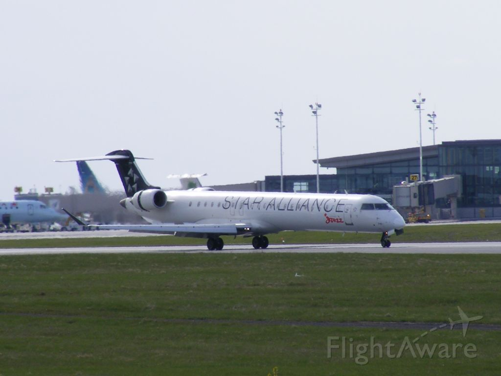 Canadair Regional Jet CRJ-200 (C-FUJZ) - star alliance crj