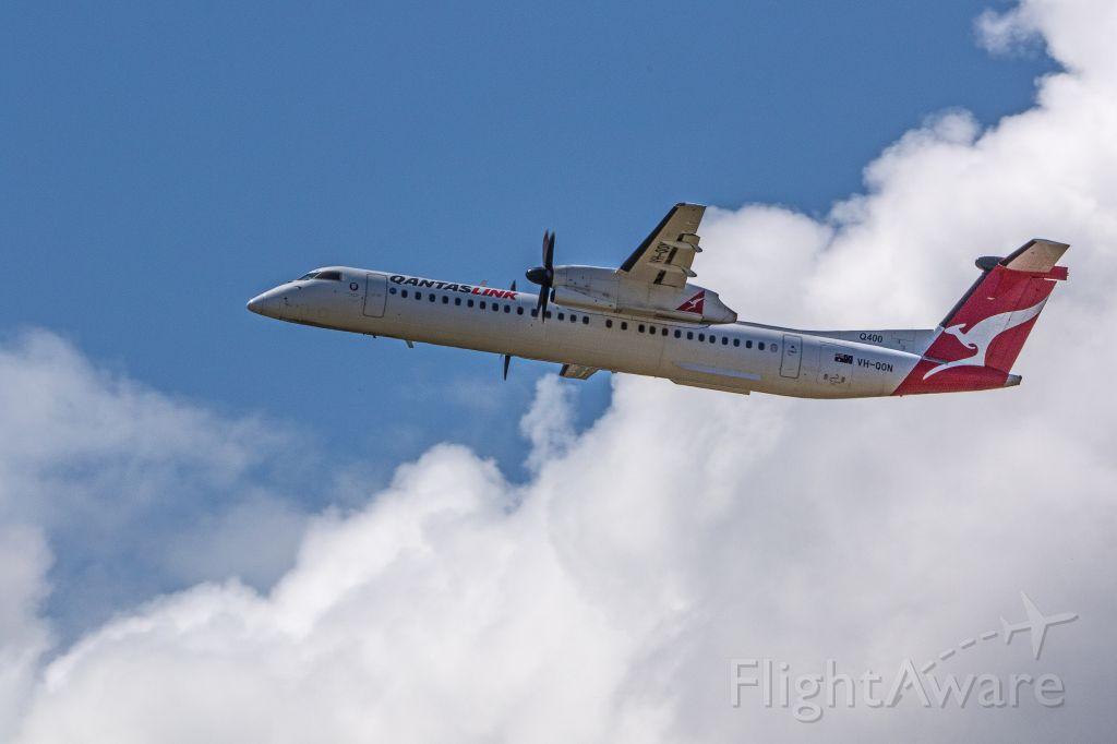 de Havilland Dash 8-400 (VH-QON)