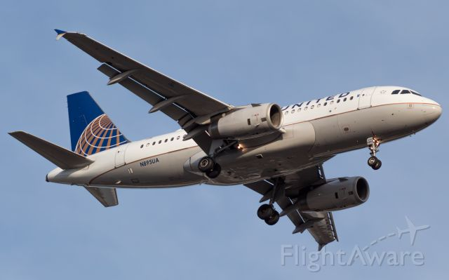 Airbus A319 (N895UA) - United 452 arriving into Cincinnati from Denver.