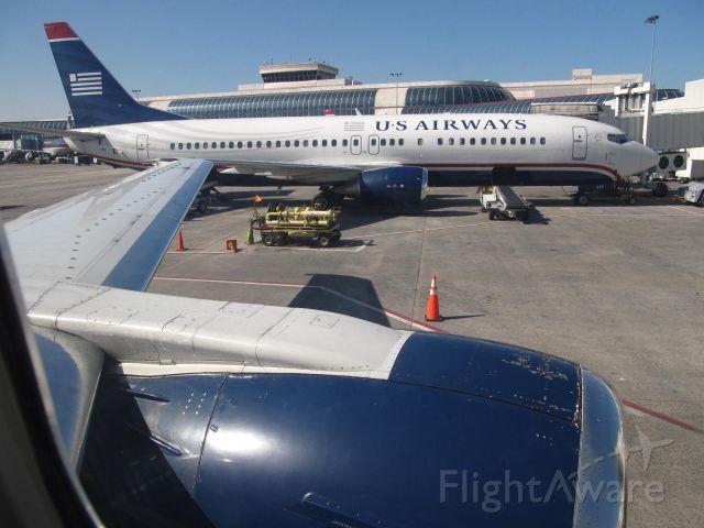 BOEING 737-400 (N442US)