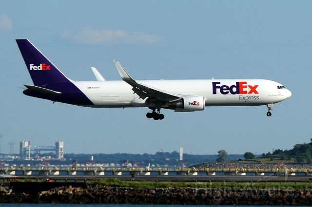 BOEING 767-300 (N68079) - FDX 879 from Indianapolis landing on 27