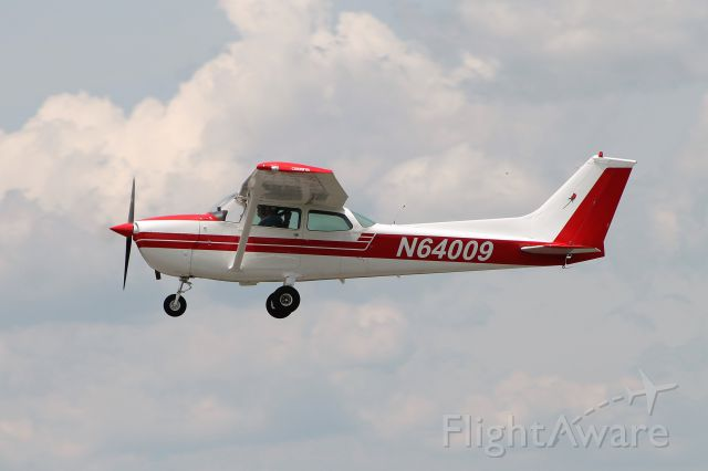 Cessna Skyhawk (N64009)