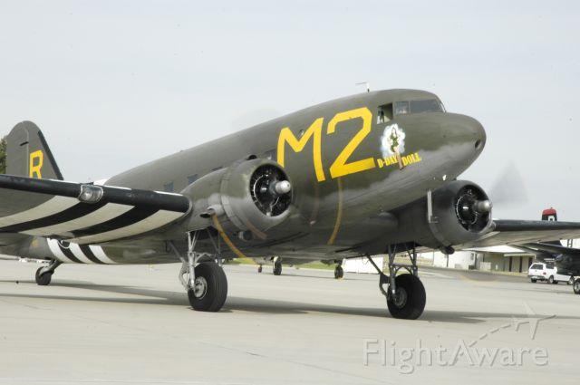 Douglas DC-3 (N227GB)