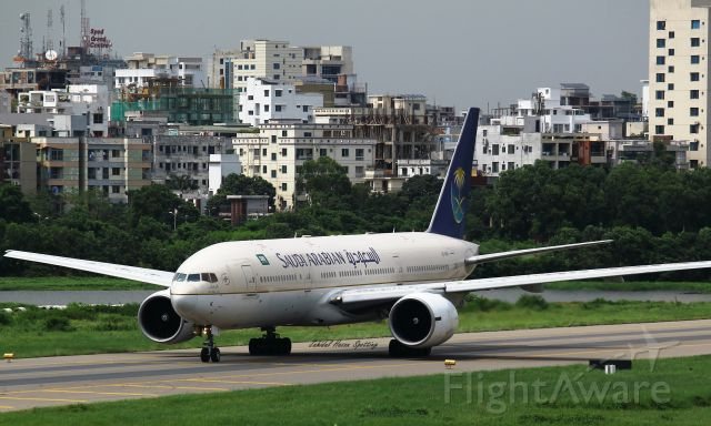 Boeing 777-200 (HZ-AKK)