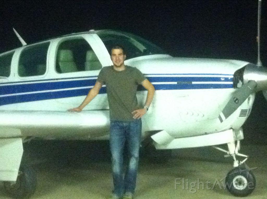 Beechcraft Bonanza (33) —