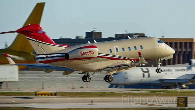 Bombardier Challenger 300 (N800BD) - Departing 22.