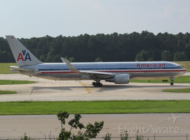 BOEING 767-300 (N39365) - AA174 off to LHR, 7/8/16