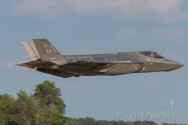 Lockheed F-35C (13-5071) - A USAF F-35A blasting out of Oshkosh as it begins its portion of the show.
