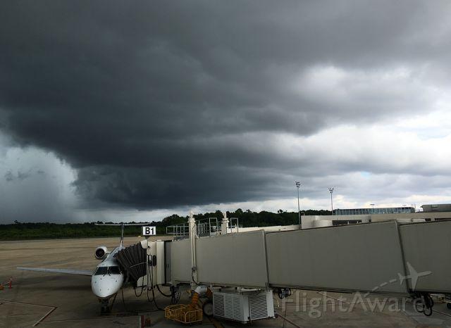 Embraer ERJ-135 (N16149) - Amazing skies over gate B1, Charleston Int