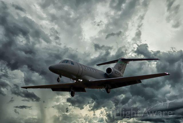 Cessna Citation CJ4 (N215HG) - N215HG landing in CYHU. 15-10-2018