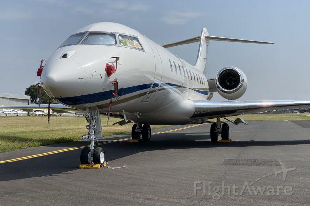 Bombardier Global 5000 (T7-RUS)
