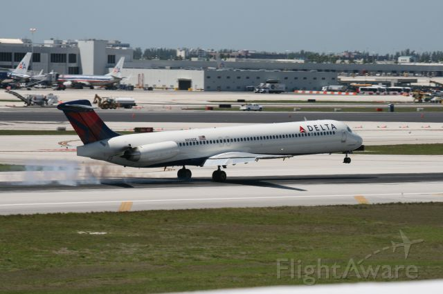 McDonnell Douglas MD-83 (N908DE) - MD83 Delta in final touch down 27R Miami Intrnational Airport on blue sky day.