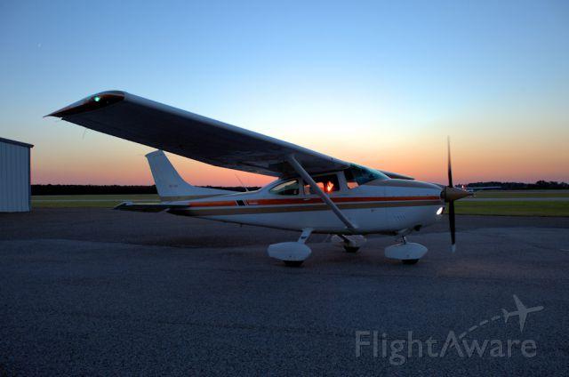 Cessna Skylane (N4714N) - working 24mm f/1.4 lens