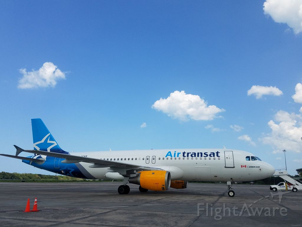 Airbus A320 (C-GCKR) - Parte de la Flota de A320 de Air Transat, en AZS/MDCY, Rep. Dom.