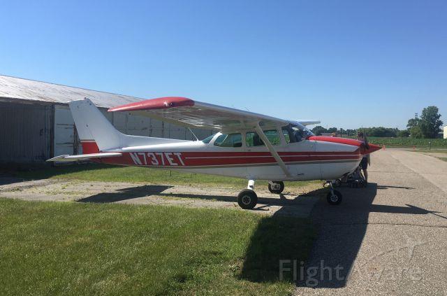 Cessna Skyhawk (N737ET)