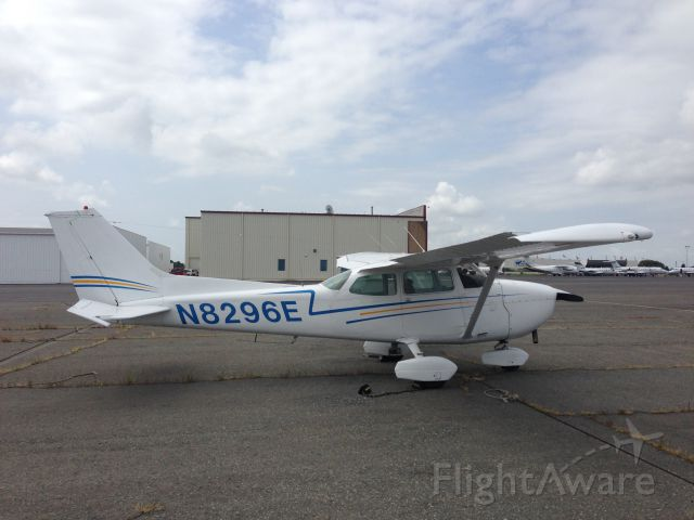 Cessna Skyhawk (N8296E) - At Wilson Air in CLT