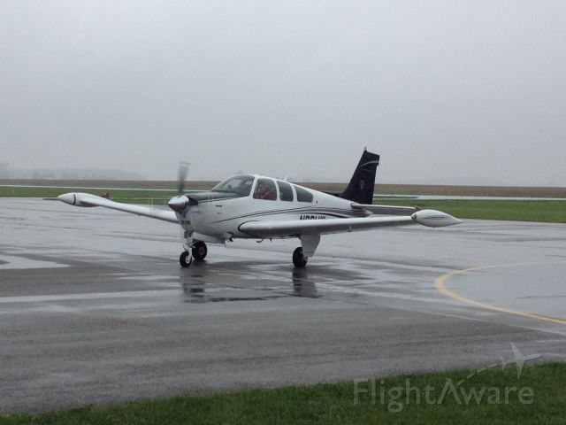 Beechcraft Bonanza (33) (N98MW)