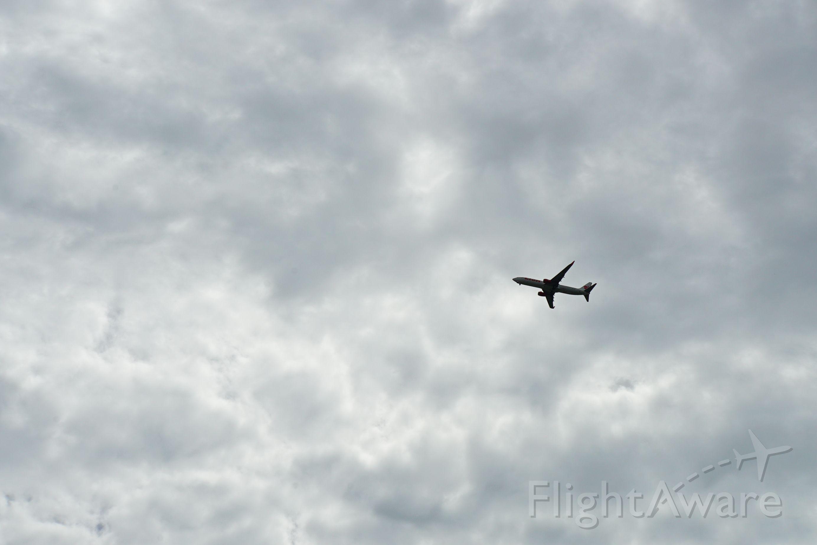 Boeing 737-700 — - Going around