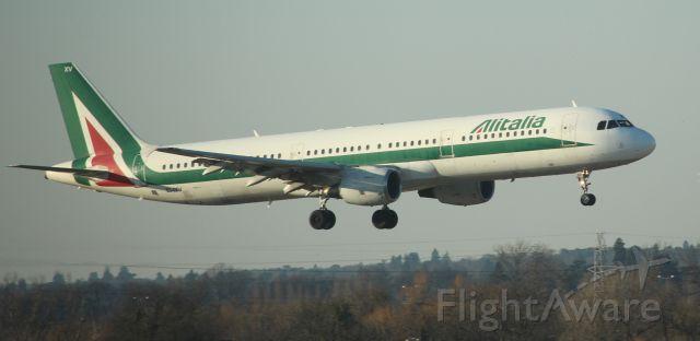 Airbus A321 (EI-IXV)