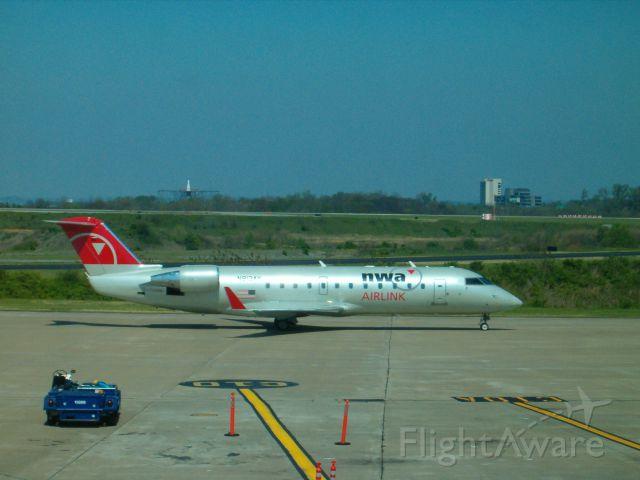Canadair Regional Jet CRJ-200 (N813AY)