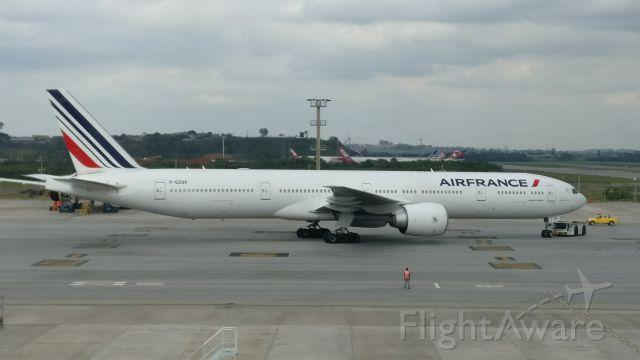 Boeing 777 (F-GSQF) - Sala de embarque em Guarulhos São Paulo Brasil