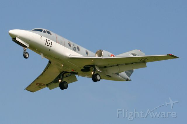 Dassault Falcon 10 (FNY101) - French Naval Aviation Dassault Falcon 10MER, Short approach Rwy 26, Landivisiau Naval Air Base (LFRJ)