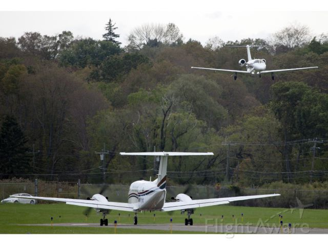 Beechcraft Super King Air 200 (N17VA) - Holding short of ruway 08 while a CJ3 (N525EZ) is on short final.