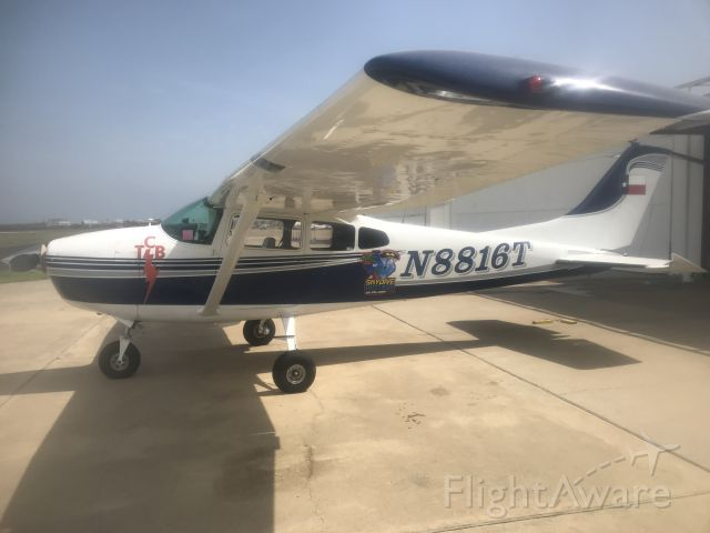 Cessna Skylane (N8816T)