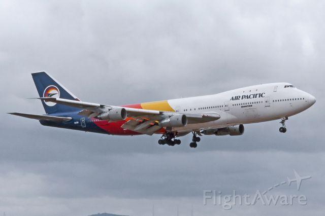 BOEING 747-100 (EI-CAI) - Adelaide, South Australia, Wednesday December 27, 1989.