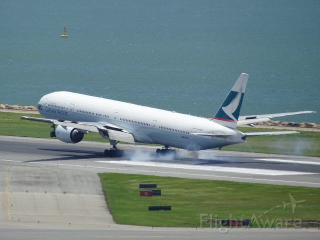 BOEING 777-300 (B-HNJ)