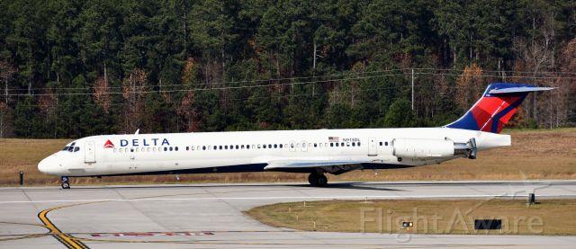 McDonnell Douglas MD-88 (N913DL) - At the RDU observation deck, 11/25/17.