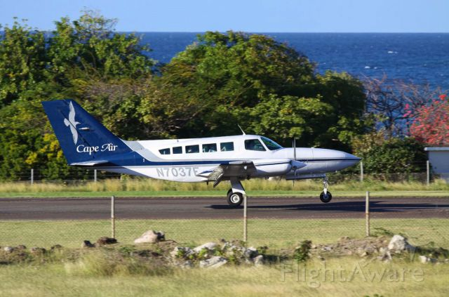 Cessna 402 (N7037E)