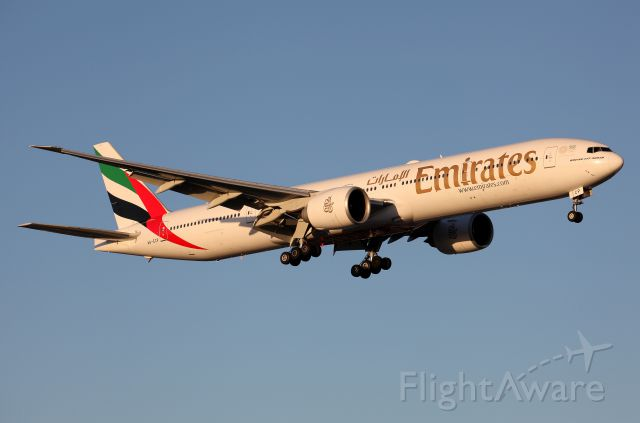 BOEING 777-300ER (A6-ECP) - On Approach to Rwy 16R