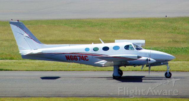 Cessna 402 (N6674C)