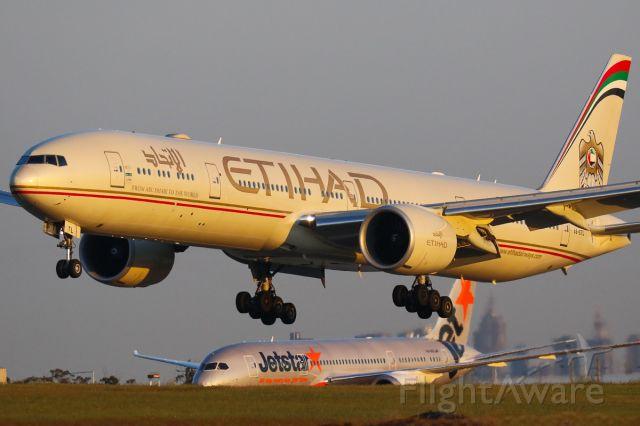BOEING 777-300 (A6-ETL)