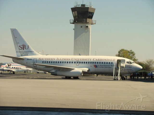 Boeing 737-200 (N9009U) - This Boeing 737-222 was donated to Southern Illinois University by United Airlines. It is not certified to fly anymore, but it is still operational, and is used for the aviation program at SIU.