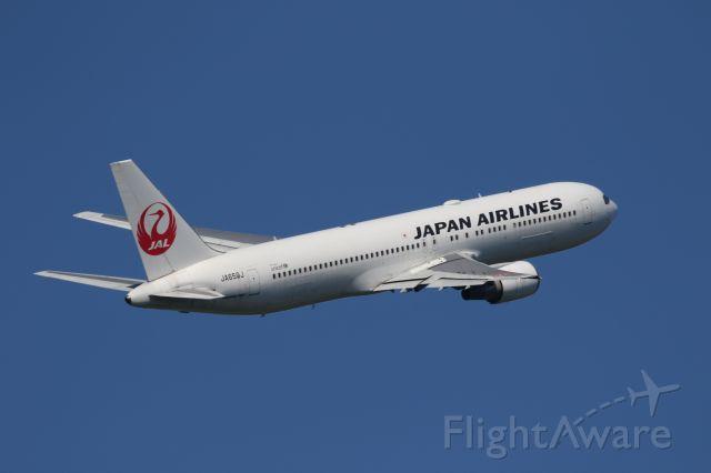 BOEING 767-300 (JA659J) - 11 August 2016:HKD-HND.